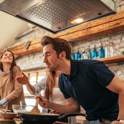 Dirk und Freunde kochen zusammen